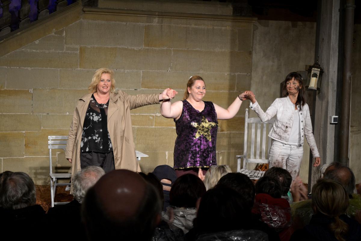 Verdienter Applaus (v.l.n.r.): Petra Kleinert, Mackie Heilmann und Astrid Rashed